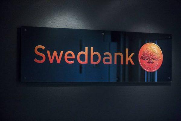 Glasskylt Swedbank svart med orange tryck